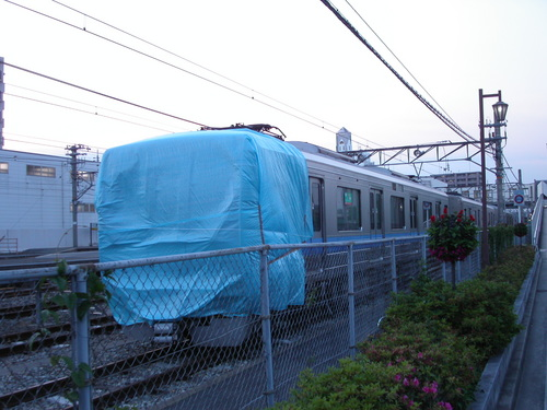 JR宝塚線脱線事故 一ヶ月目 留置された事故車両(後方)